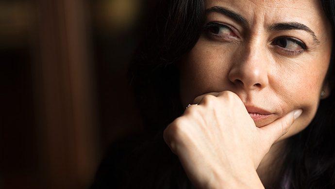 Mujeres desconfiadas