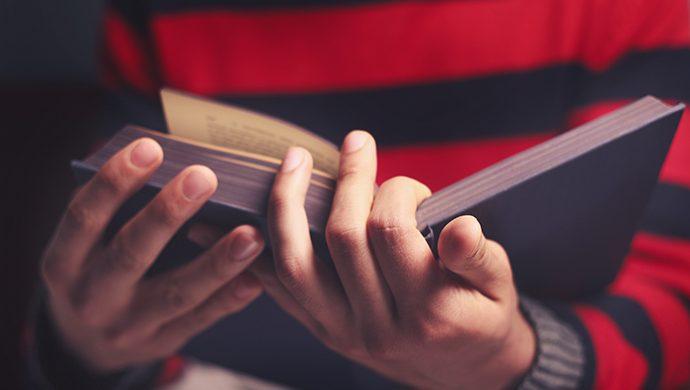 ¿Qué es el librito abierto mencionado en el Apocalipsis?