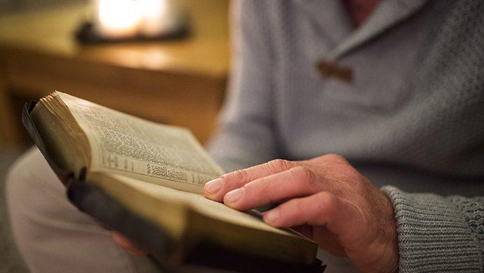 Lea la Biblia en 1 año – 253° día