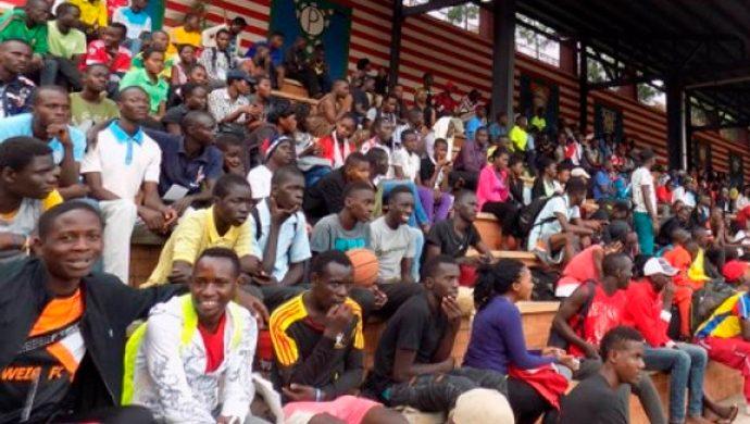 """Uganda: """"Vale la Pena Vivir"""" reúne a centenas de jóvenes en Kampala"""