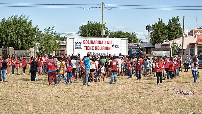 El barrio 3 de Mayo recibió más de 2 toneladas de alimentos