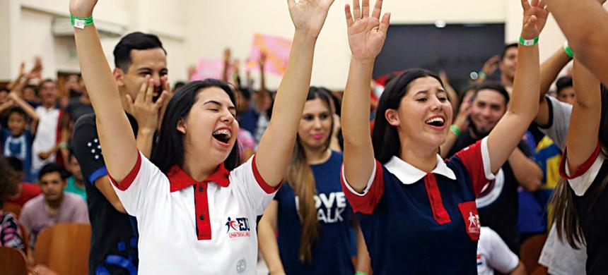 """Cientos de jóvenes disfrutaron de la """"FJU Night"""" en Paraguay"""