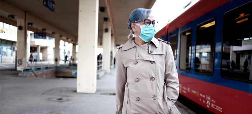 El brote del coronavirus avanza por el mundo causando más muertes
