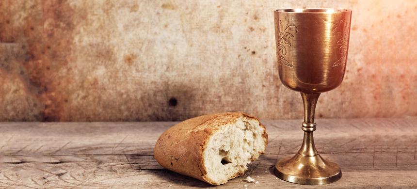 La Santa Cena en el Santo Culto del domingo