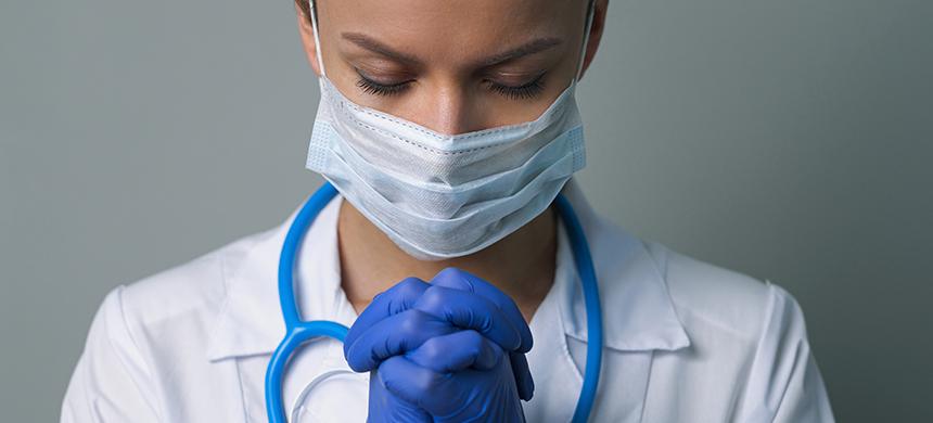 La oración ayuda a curar enfermedades, señalan los científicos